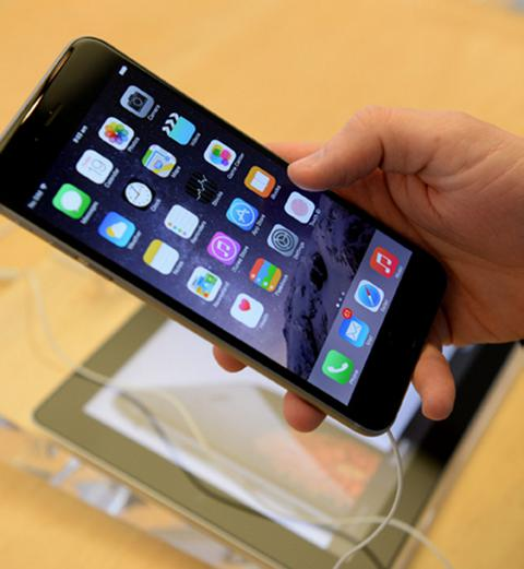 Greeks bought 10,000 iPhones in one day